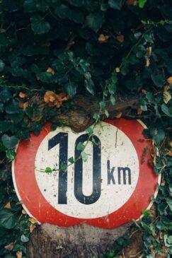 10 miles per hour sign.